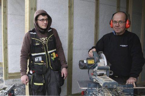 SNART FERDIGE: Simen A Solheim og Alfred Kvellestad og Vaktmesterkompaniet har hatt mange månaders jobb på anlegget.