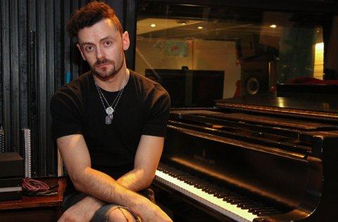 James Cramer frå Tupelo spelar inn soloplate i Verdens Beste Studio, hos Eirik Husabø.