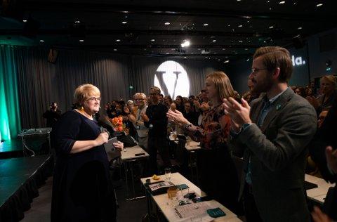 OLJESTOPP? Venstreleiar Trine Skei Grande ønsker full stopp i leiteboring nord i Barentshavet. Til høgre, Sveinung Rotevatn.