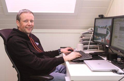 LOFTSKONTOR: Ørjan Midtttun har starta i ny jobb i Fjord1, men må inntil vidare, til liks med mange andre, tilbringe dagane på heimekontor i Fagerlia.