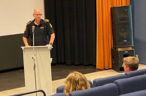 ORIENTERING: Tenestestadsleiar Knut Arne Klingenberg orienterte kommunestyret om drukningsulukka. Han fortel at familien understrekar at alle gjorde det dei kunne for å forsøke å redde guten.