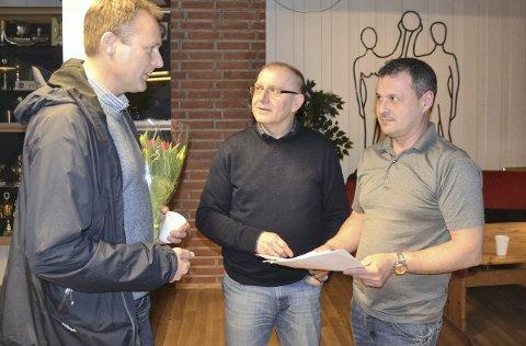 Skeptiske: Dag Bjørgestad (t.h), leder i lokalsamfunnsutvalget, er skeptisk til et mottak på Veum.  Arkivfoto: Terje Antonsen