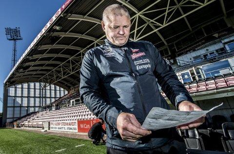Fem på rad?: Mons Ivar Mjelde studerte tallene fra Norsk Regnesentral. FFK-treneren jakter sin femte strake hjemmeseier når Ranheim er gjester på Stadion søndag.