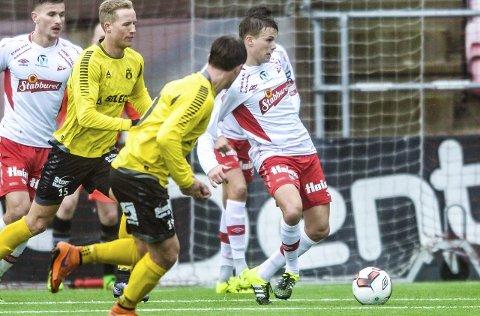 DYP: Diskusjonen gikk under og etter kampen mot Moss om Patrik Karoliussen ble for dyp i sin midtbanerolle.FOTO: Kent Inge Olsen