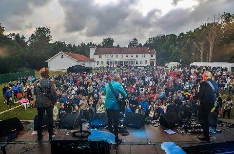 Bildet er tatt under konserten til deLillos på Hvaler Gjestegiveri forrige lørdag.