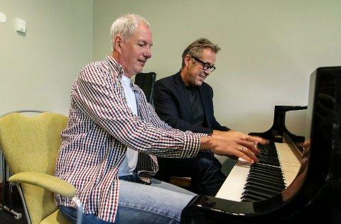 Pianotreff: Yngvar S. Pettersen (nærmest) og Runar Andersen skal lære mer om stenger og mekanikk i helgen.