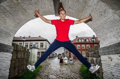 ET SVENSKT HOPP: FBK-keeper Jenny Sandgren blir av sin trener Christer Karlsson lansert som ny landslagsmålvakt i Sverige. Foto: Geir A. Carlsson