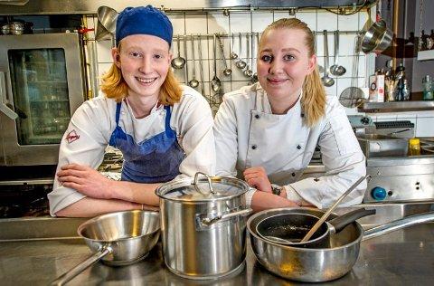 DYKTIGE: Glemmen-elevene Oda Andresen (17) og Sebastian Skauen Johnsen (17) representerer Østfold i Skole-NM 2018 for henholdsvis konditor og kokk i Trondheim. Arkivfoto: Geir A. Carlsson