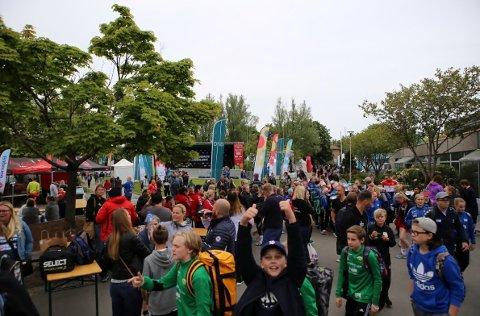 Frivillig: Fredrikstad Cup (bildet er fra 2017) er en av turneringene som er helt avhengig av dugnadsinnsats. Mange klubber tjener godt på dugnad, men ingen foreldre eller medlemmer kan tvinges til å stille. Frikjøp er heller ikke lov.