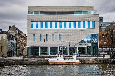 Daglig leder på Litteraturhuset i Fredrikstad, Roy Conradi Andersen, tror ikke de vil kunne avholde arrangementer med det første. Det tærer på økonomien.