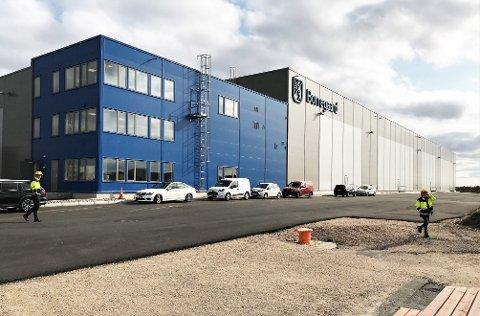 LAGER: Bla deg videre inn i Borregaard og Borg Havns gigantiske lager.