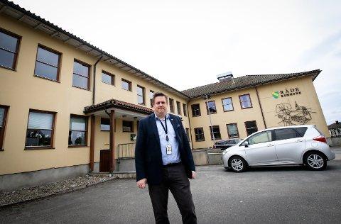 NYE TIDER: Ordfører René Rafshol vil drøfte om Råde kommune kan være tjent med å selge rådhuset og etablere andre arbeids- og møtesteder i kommunen.