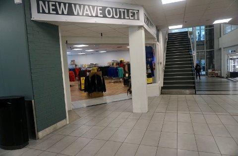 I denne pop up-butikken selges det utgåtte varer fra grossisten New Wave.