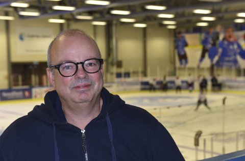 VIL SE PÅ DAMESATSING: Stig Winther, leder i Narvik Hockey, og styret har diskutert damelaget på styremøte.