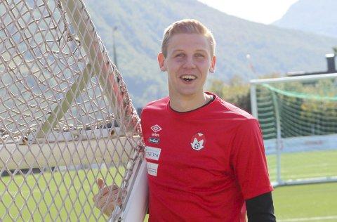 GOD sesong så langt: Daniel Ravneng, målmann i Mjølner, får skryt av keepertrener Andre Christensen.