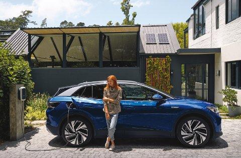 STØRST: Her ser man Volkswagen Id.4 med lettmetallfelgene «Narvik». Det er de de største felgene som blir tilgjengelig på bilen som kommer til neste år.