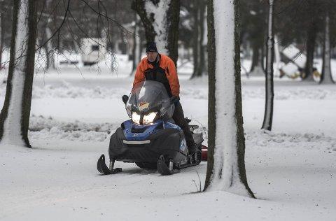 MANGE TIMER: Steinar Jovall og de andre løypekjørerne i Horten bruker mange timer for å sørge for flotte skiløyper i Horten kommune.