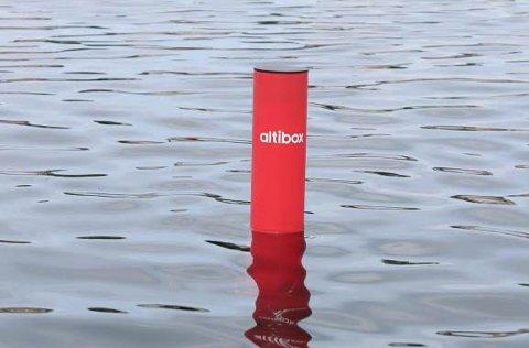 Badetassen er et rødt rør med en avansert sensor i bunn.
