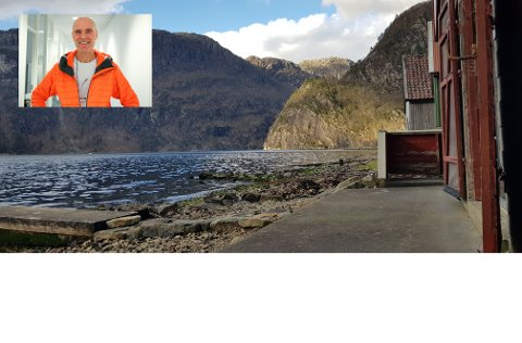 Willy Steinskog skal åpne badstu til i Dirdal til sommeren, med utsikt utover fjorden.