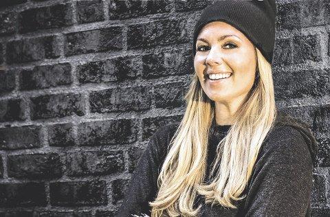 FORNØYD: Cecilie Ystenes brenner for mental trening og nå har hun skrevet en bok om temaet. Pressefoto/Aschehoug