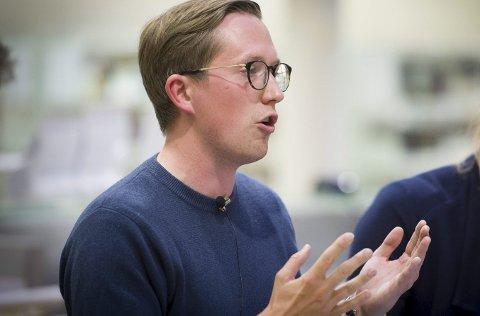 MØTELEDER: Kristian Tonning Riise får reaksjoner etter at han ledet årsmøtet i Innlandet Høyre. FOTO: JENS HAUGEN