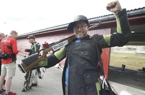 Strålende fornøyd: Lars Guldbrandsen var sååå nær en plass i Kongelaget, men var like blid. FOTO: HENNING DANIELSEN