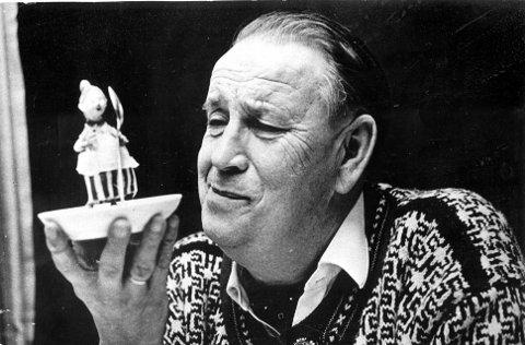 PÅ RADIO FOR 60 ÅR SIDEN: Teskjekjerringa dukket opp i «Barnetimen for de minste» på radio første gang i 1955. Alf Prøysen gjorde fortellingene om hennes til felles folkeeie.      Foto: Odd Wenzel/Prøysenhuset