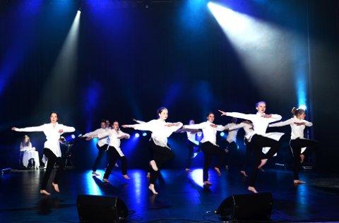 TANGO: Det blir vel danseinnslag ionsdag kveld? Vårt bild er frå UKM med dansegruppe frå Lom og Skjåk.