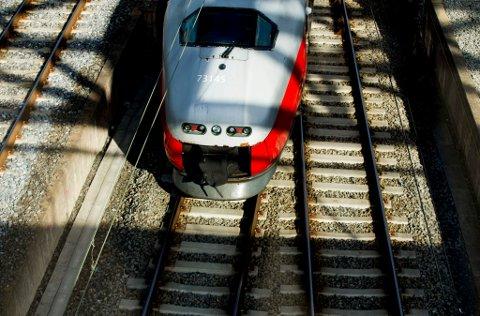 Oslo  20160705. Et NSB-tog på Oslo sentralstasjon tirsdag ettermiddag. Foto: Vegard Wivestad Grøtt / NTB scanpix