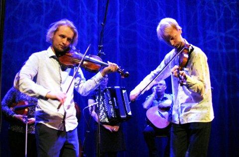 FOLKELARM-VINNERE: Rasmus og Hans P. Kjorstad fra Harpefoss seiret med albumet «Pusinshi Ulla».