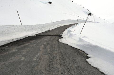 UTSETT: Avgjersla om tidlegare opning av Sognefjellsvegen (bilete) og Valdresflya er utsett.Foto: Knut Storvik