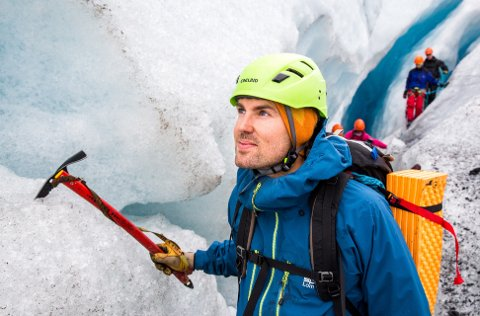 Iver Lund Aakre frå Lom er gründer i bedriften Fyrst og fremst som guidar turister på fjell- og breturar i Jotunheimen.
