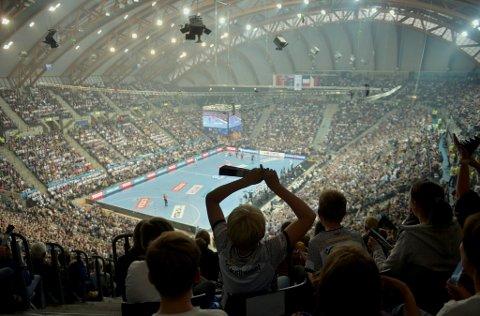Det ble satt publikumsrekod for en håndballkamp i Norge da Elverum møtte PSG i september. Hele 12.377 tilskuere var med på håndballfesten i Håkons Hall. Nå håper Elverum og Olympiaparken på å gjenta suksessen.