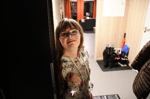 Lene Hagen (23) har flyttet inn i en av de nye leilighetene i bofellesskapet i Iver Våles gate 18 i Ringebu *** Local Caption *** Lene Hagen (23) stortrives med å bo helt for seg selv.