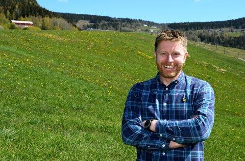 - Jeg ble fristet til å søke denne jobben, sier Hans Christian Elstad (42) fra Ringebu som nå  er ansatt som ny landbrukssjef ved Midt-Gudbrandsdal landbrukskontor.