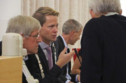 Står sammen: Halvor Bratlie (Sp, t.v.) og Harald Tyrdal (Ap) er gjenvalgt som varaordfører og ordfører.