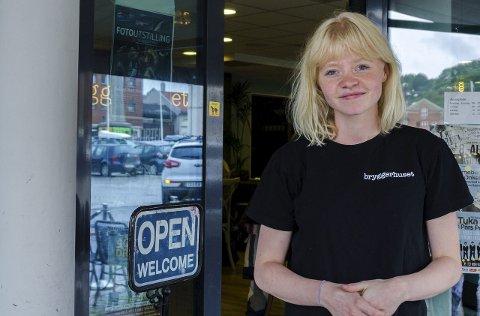 SJEF OG EIER: I 2014 startet Mona Cecilie Johansen som daglig leder på Bryggerhuset Syd. Nå blir hun fra januar også eier av stedet sammen med sin samboer.