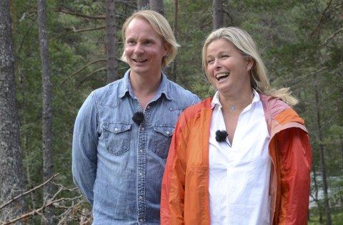 Nøgde reporterar: Petter Pilgaard har no vore i Hardanger i tre dagar. – Det er fantastisk her, seier dei to.