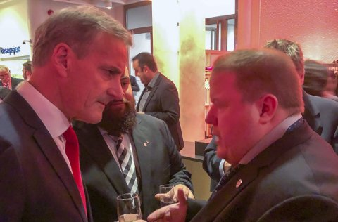 Oslo: Ap-leder Jonas Gahr Støre i samtale med Cato Augestad under landsmøtemiddagen til Fellesforbundet. Foto: Rune Rafdal