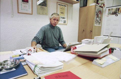 HOLDT I TRÅDENE: Utrykningsleder Ståle Finsal fra Kripos på jobb på Karmøy der han ledet etterforskningen av drapet fra 1995 til 1998.