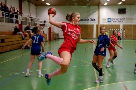 RIVAL MED TO LAG: Rival stiller med to lag i 5. divisjon kommende sesong. Her er Hanne Nesheim Kristiansen i aksjon mot Havørn forrige sesong.