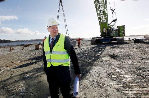 FØRSTE STORE PROSJEKT: Havnesjef Tore Gautesen gleder seg over at Sea-Cargo har valgt å sammestille de 51 vindmøllene på Husøy.