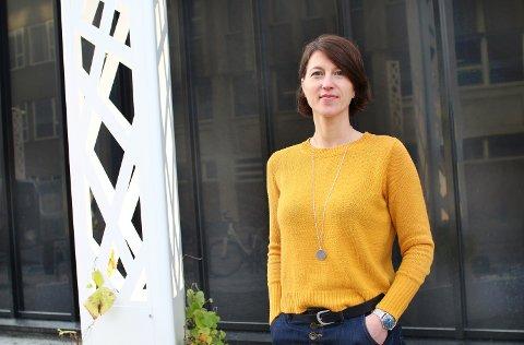 OPPFØLGINGSSTUDIUM: Mai Camilla Munkejord fra Karmøy jobber som forsker ved Uni Research i Bergen. Som del av et studie om aldring, utfordringer og muligheter i hjemmebasert omsorg ønsker hun å høre lokale opplevelser og historier.