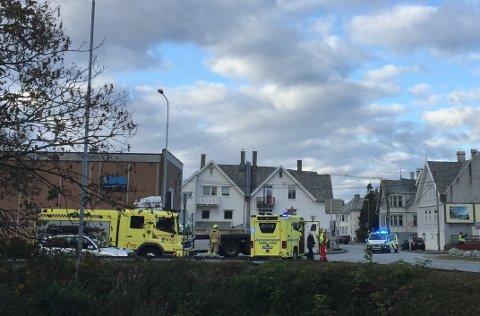 SAMMENSTØT: I morgentimene fredag fikk politiet melding om trafikkulykke i Karmsundgata, like ved rundkjøringen på Flotmyr.