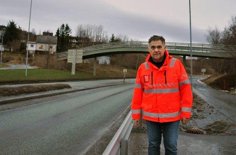 BRUK BRUA: Per Arne Tøgersen håper benytter seg av brua etter at gangfeltet på Halsøy er fjernet.