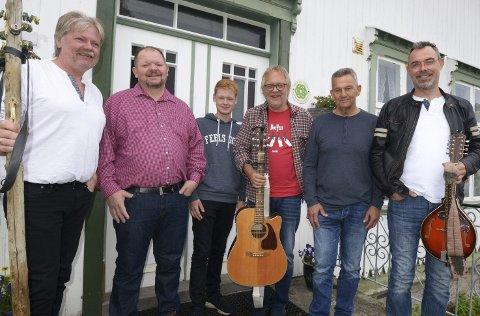 Glein: Nesten alle medlemmene i Glein spellmannslag er bosatt på eller nært Glein. foto: Kåre Hansen