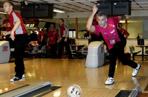 GODT FORNØYD: Rolf Erik Nyseter og Syv Søstre bowlingklubb hentet med seg fire poeng fra de første bortekampene i serien.