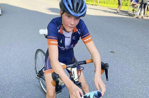 SLITEN: En sliten Signe Linnea Kjeldsand fra Sandnessjøen og Omegn Cykleklubb  etter målgang på ellesstarten.