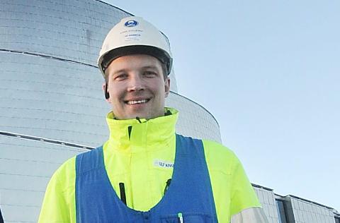 FYLLER OPP ORDRERESERVEN: Eirik Kivijervi er ikke redd for å regne på arbeidsoppdrag. Nå har han fått i havn fire større oppdrag i Alta på kort tid.