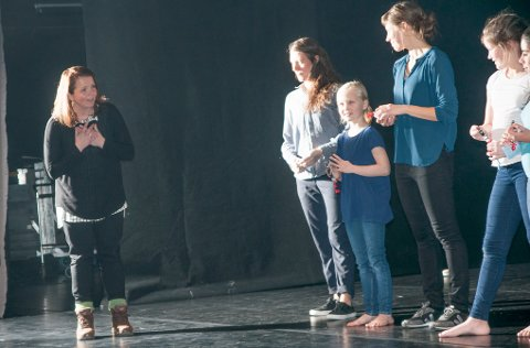 - SÅ FLINKE: Leder for Dansefestival Barents, Marie Hermo Jensen skrøt av de unge håpefulle etter opptredenen søndag.